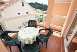 Балкон. Черногория, Петровац : Апартамент на 4 персоны, с 2-мя отдельными спальнями, с балконом