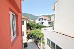 Вид. Черногория, Доня Ластва : Апартамент для 3-5 человек, с отдельной спальней, 50 метров до моря