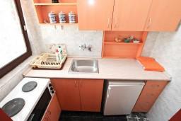 Кухня. Черногория, Обала Джурашевича : Апартамент с отдельной спальней, с террасой с видом на море
