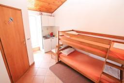 Черногория, Доня Ластва : Студия для 4 человек, с балконом с видом на море, 20 метров до пляжа