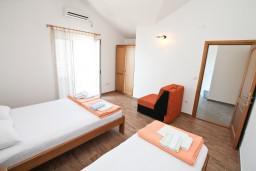 Студия (гостиная+кухня). Черногория, Баошичи : Студия с балконом с шикарным видом на море, возле пляжа