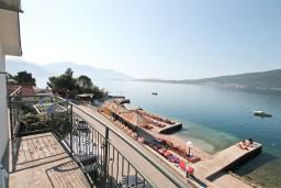 Балкон. Черногория, Баошичи : Студия с балконом с шикарным видом на море, возле пляжа