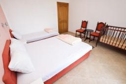 Спальня. Черногория, Сутоморе : Апартамент с 1 спальней, два балкона с видом на море, 40 метров до пляжа