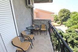 Балкон. Черногория, Сутоморе : Апартамент с 1 спальней, два балкона с видом на море, 40 метров до пляжа