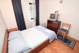 Спальня. Черногория, Петровац : Апартамент для 4 человек, с двумя отдельными спальнями и террасой