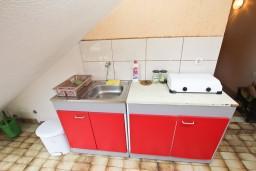 Кухня. Черногория, Петровац : Апартамент для 4 человек, с двумя отдельными спальнями и террасой