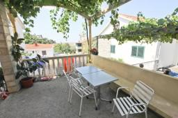 Терраса. Черногория, Петровац : Апартамент для 4 человек, с двумя отдельными спальнями и террасой