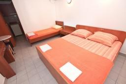 Студия (гостиная+кухня). Черногория, Петровац : Студия с террасой в 150 метрах от моря