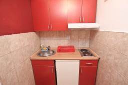 Кухня. Черногория, Петровац : Студия с террасой в 150 метрах от моря