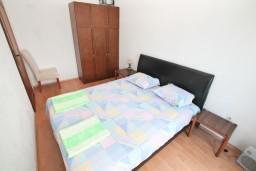 Спальня. Черногория, Герцег-Нови : Апартамент с отдельной спальней, с большой террасой с видом на море