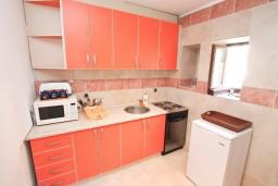 Kitchen. Montenegro, Stoliv : Apartment with 2 bedrooms in Stoliv