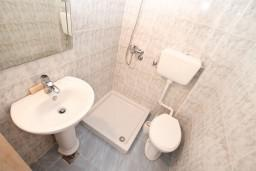 Bath room 2. Montenegro, Stoliv : Apartment with 2 bedrooms in Stoliv