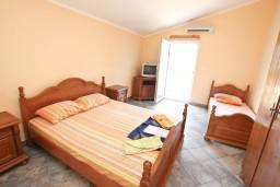 Студия (гостиная+кухня). Черногория, Столив : Студия с балконом с шикарным видом на залив, возле пляжа