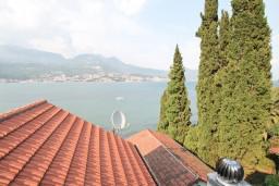 Вид на море. Черногория, Нивице : Апартамент для 4-6 человек, с 2-мя отдельными спальнями, с балконом с шикарным видом на море, 10 метров до пляжа