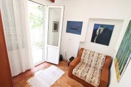 Спальня 3. Черногория, Игало : Этаж дома с 3-мя спальнями на берегу моря, балкон и терраса с видом на море, приватный дворик