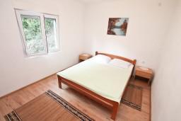 Спальня. Черногория, Зеленика : Уютный домик в тихом районе, вдали от баров и дискотек, с 2-мя отдельными спальнями, с большой гостиной, с террасой
