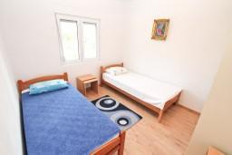 Спальня 2. Черногория, Зеленика : Уютный домик в тихом районе, вдали от баров и дискотек, с 2-мя отдельными спальнями, с большой гостиной, с террасой