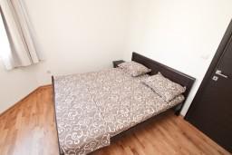 Спальня 2. Черногория, Игало : Уютный апартамент для 4-6 человек, с 2-мя отдельными спальнями, 20 метров до моря