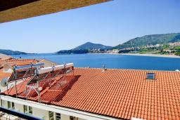 Вид на море. Черногория, Рафаиловичи : Студия с балконом с видом на море на берегу Рафаиловичей