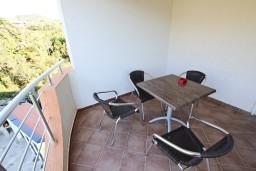 Терраса. Черногория, Добра Вода : Апартамент для 3 человек, с отдельной спальней, с террасой