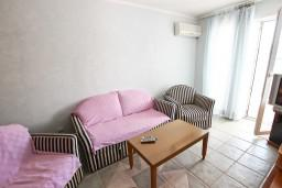 Living room. Montenegro, Rafailovici : Apartment with 2 bedrooms in Rafailovici