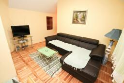 Living room. Montenegro, Dobrota : Apartment with 2 bedrooms in Dobrota