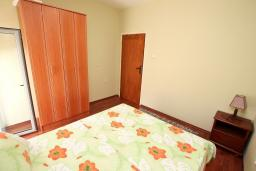 Bed room. Montenegro, Dobrota : Apartment with 2 bedrooms in Dobrota