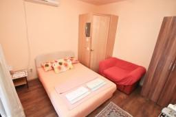 Студия (гостиная+кухня). Черногория, Игало : Студия в 50 метрах от моря