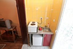 Кухня. Черногория, Игало : Студия в 50 метрах от моря