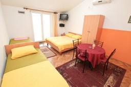 Студия (гостиная+кухня). Черногория, Тиват : Студия в Тивате в 800 метрах от моря