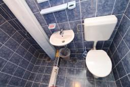 Ванная комната. Черногория, Тиват : Студия в Тивате в 800 метрах от моря