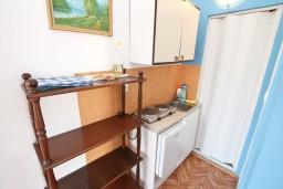 Кухня. Черногория, Тиват : Студия с террасой с видом на море