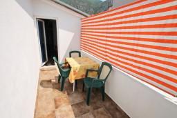 Терраса. Черногория, Тиват : Студия с террасой с видом на море