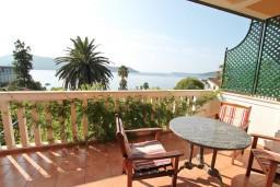 Вид на море. Черногория, Герцег-Нови : Современная студия с балконом с видом на море, 75 метров до пляжа