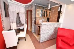Черногория, Пераст : Современная студия для 2 человек, с террасой с видом на море, 100 метров до пляжа