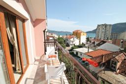 Балкон 2. Черногория, Игало : Апартамент для 4-6 человек, с 2-мя отдельными спальнями, с балконом с видом на море