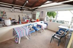 Кухня. Черногория, Ораховац : Трёхместная комната в 10 метрах от пляжа