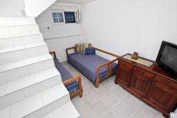 Гостиная. Черногория, Доня Ластва : Апартамент для 4 человек, с отдельной спальней, 50 метров до моря