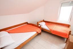 Спальня. Черногория, Кримовица : Апартамент с отдельной спальней, с балконом с видом на море