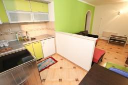 Кухня. Черногория, Святой Стефан : Апартамент для 2-4 человек, с отдельной спальней, с террасой
