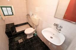 Ванная комната. Черногория, Селяново : Студия для 2-4 человек, 50 метров до моря