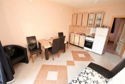 Гостиная. Черногория, Селяново : Апартамент для 4-6 человек, с 2-мя отдельными спальнями, с террасой, 70 метров до моря