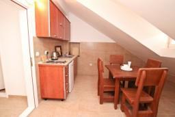 Кухня. Черногория, Пераст : Апартамент для 6-8 человек, с 3-мя отдельными спальнями, 20 метров до моря
