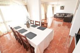 Living room. Montenegro, Herceg-Novi : Villa with 6 bedrooms in Herceg-Novi for 12 guests