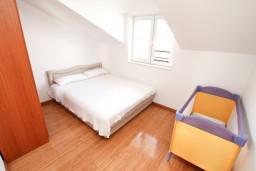 Спальня 2. Черногория, Дженовичи : Апартамент для 4-5 человек, с 2-мя отдельными спальнями, с балконом с видом на море