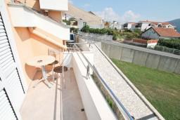 Балкон. Черногория, Дженовичи : Апартамент для 4-5 человек, с 2-мя отдельными спальнями, с балконом с видом на море