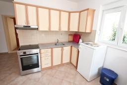 Кухня. Черногория, Дженовичи : Апартамент для 4-5 человек, с 2-мя отдельными спальнями, с 2-мя балконами