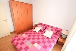 Спальня. Черногория, Дженовичи : Апартамент для 4-5 человек, с 2-мя отдельными спальнями, с 2-мя балконами