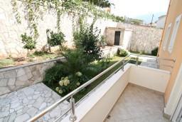 Балкон. Черногория, Дженовичи : Апартамент для 4-5 человек, с 2-мя отдельными спальнями, с 2-мя балконами