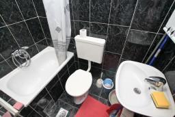 Черногория, Прчань : Апартамент для 3-5 человек, с отдельной спальней, 10 метров до моря